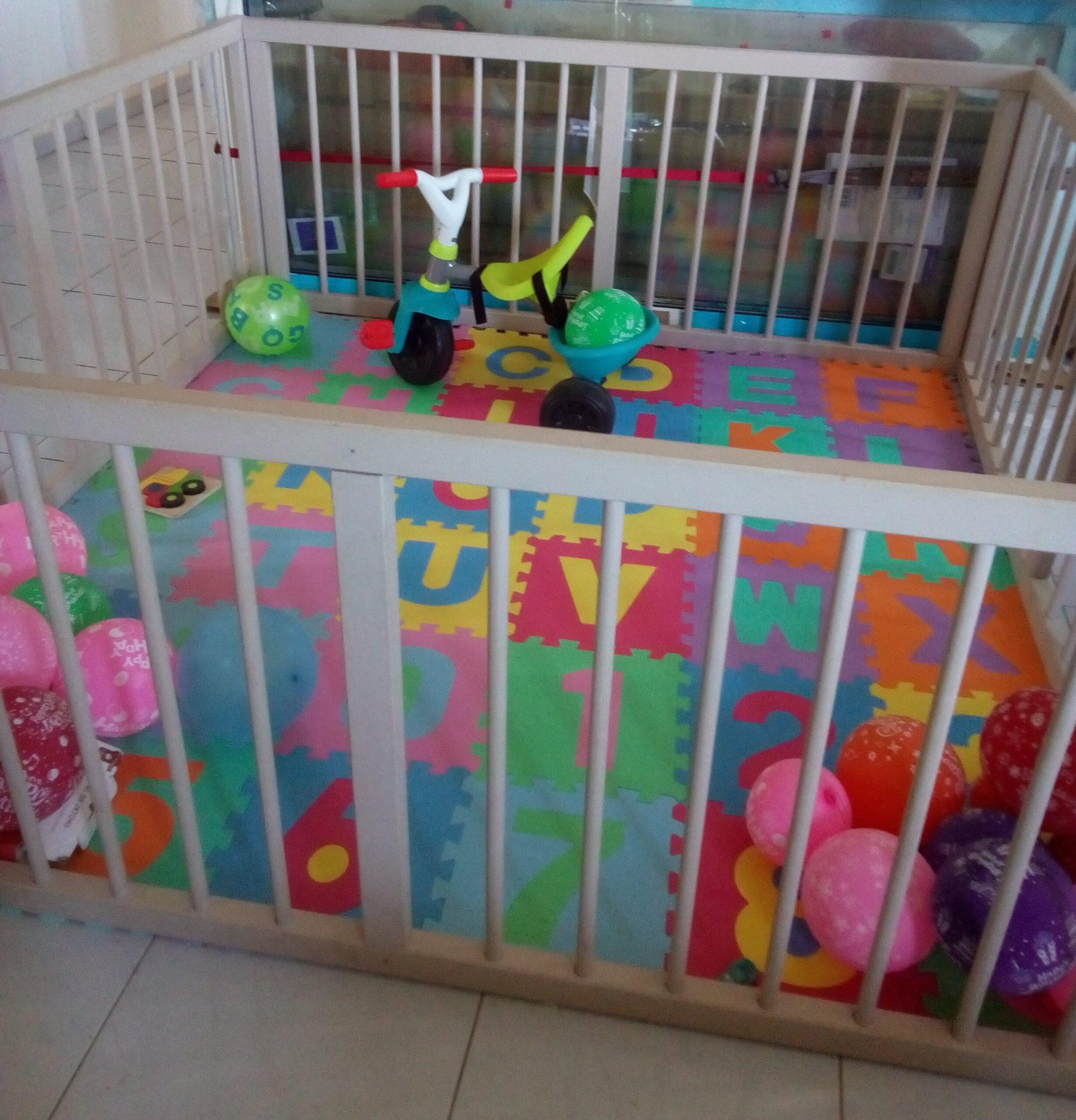 Grand parc pour bébé + tapis abécédaire