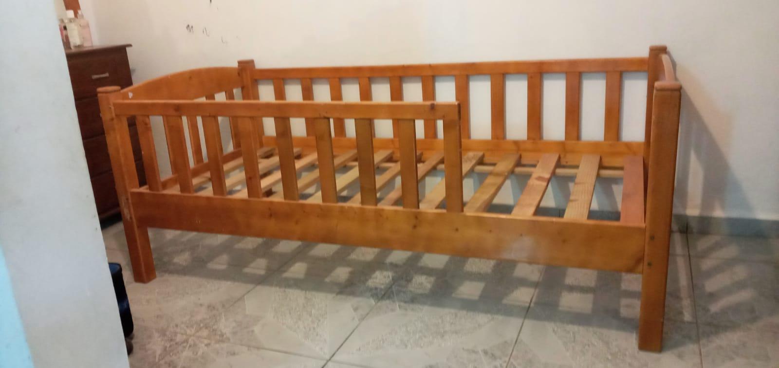 lit enfant avec barrières de protection